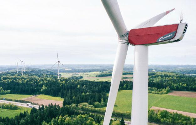 Die infra setzt auf Windkraft für eine grüne Zukunft.